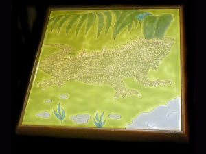 beautiful iguana trivet hand painted ceramic tiles