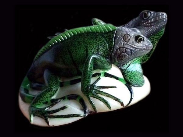realistic double iguanas tagua nut carving indigenous art Darien Panama 2